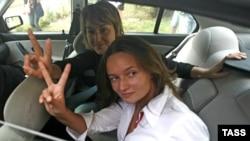 Ирина Козлик и Юлия Дорошкевич, белорусские журналистки. Минск, 9 августа 2012 года.