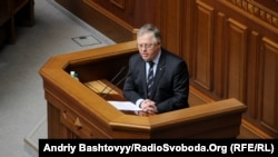 Лидер Коммунистической партии Украины Петр Симоненко выступает в парламенте. Киев, 16 апреля 2013 года.