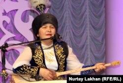 Жансая Мусина, айтыскер ақын. Алматы, 8 мамыр 2013 жыл.