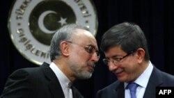 داوود اغلو وزير خارجه ترکيه و علی اکبر صالحی وزیر خارجه ایران