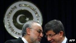 علیاکبر صالحی، وزیر خارجه ایران و احمد داوود اوغلو، همتای ترک وی- آنکارا، ۲۹ دیماه