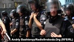 Міліція біля Українського дому в Києві, 5 липня 2012 року