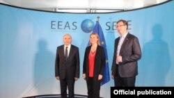 Premijer Kosova Isa Mustafa, evropska komesarka Federika Mogerini i premijer Srbije Aleksandar Vučić, Brisel, arhivska fotografija