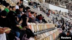 Саудовские женщины на стадионе. 12 января 2018 года.