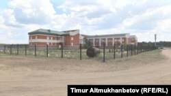 Вид на школу-интернат в Павлодарской области.