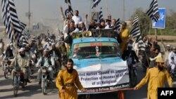 """إحتجاجات في باكستان ضد فلم """"براءة المسلمين"""""""