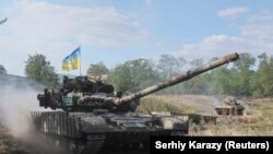 Shërbimi ushtarak ukrainas në pjesën lindore të Ukrainës, Donetsk.