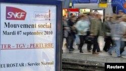 """""""Если вы решили поехать во Францию поездом, то выбрали неудачный день"""", - гласит объявление на интернет-сайте Национальной железнодорожной корпорации Франции """"SNCF"""""""