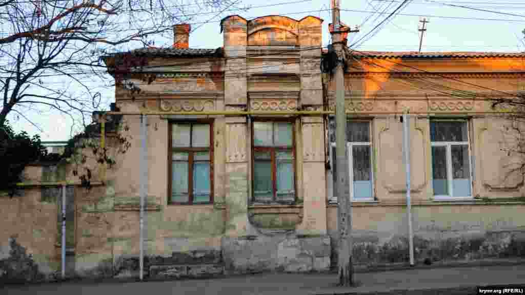 Одна зі старих будівель
