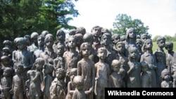 Lidiçe faciəsinin şahidi olmuş uşaqlara abidə