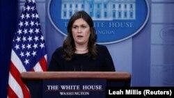سارا سندرز به این سئوال پاسخ نداد که آیا واشینگتن هم در مذاکرات مربوط به آزادی نزار زکا دخالتی داشته است یا نه.