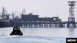 Нафтено наоѓалиште во Иран.