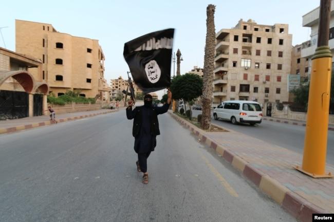 Сторонник ИГИЛ. Ракка, 29 июня 2014 года