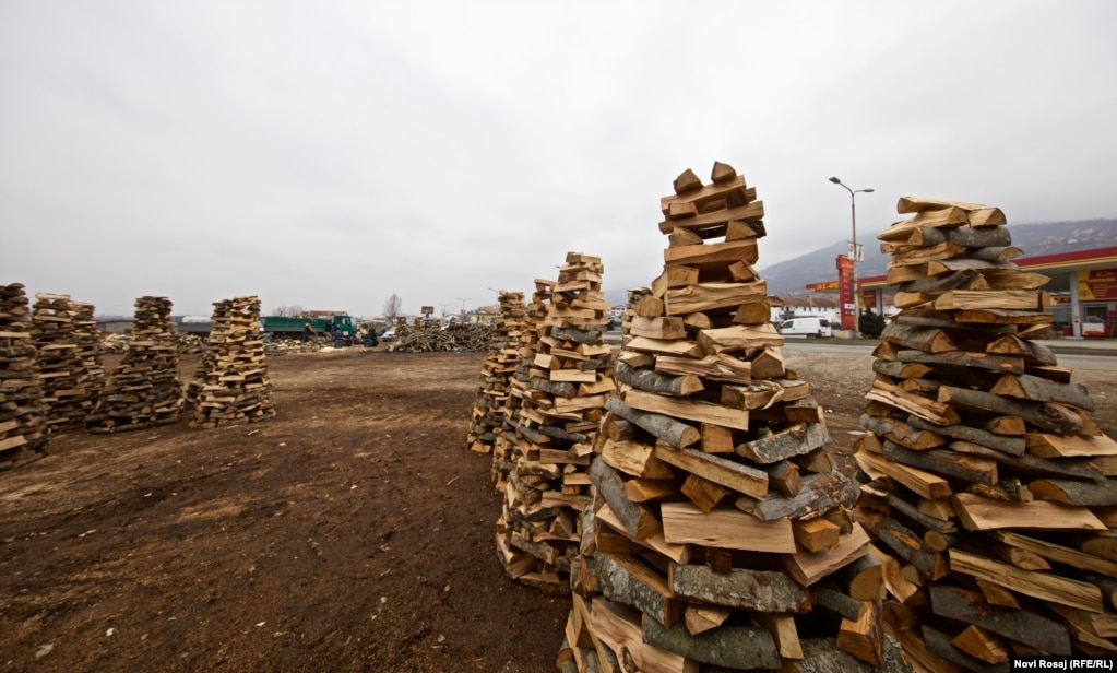 Neatly stacked firewood in Prizren. (Photo by Novi Rosaj)