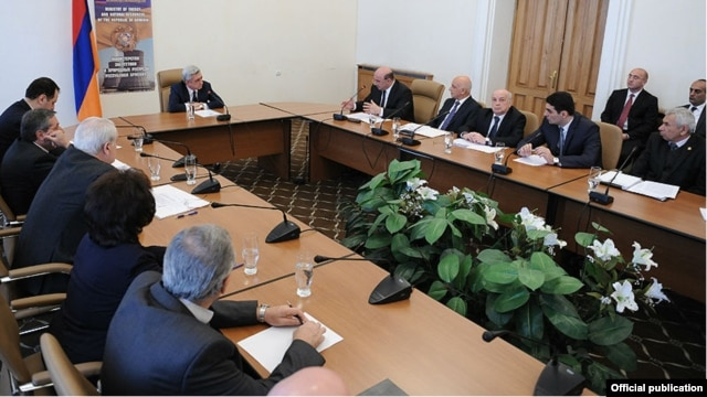 Armenia - President Serzh Sarkisian meeting with the leadership of the Ministry of Energy and Natural Resources, Yerevan,28Mar,2014