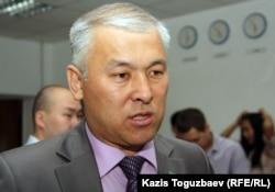 Мұрат Әбеновтің парламент депутаты болған кезіндегі суреті. Алматы, 16 маусым 2011 жыл.