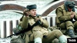 В России нет ни одного военного округа, в котором солдат в мирное время не подвергался бы опасности