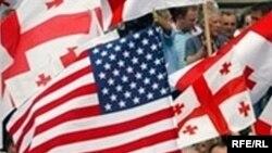 Վրաստանի եւ ԱՄՆ-ի դրոշները Թբիլիսիում զանգվածային միջոցառման ժամանակ, արխիվային լուսանկար