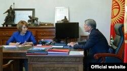 Кыргыз-орус өнүктүрүү фондунун жетекчиси Нурсулу Ахметова президенттин кабыл алуусунда