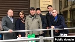 Абдрахман Валидов и его товарищи у приёмной президента РФ