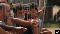 Част от пристигналите от Беларус в Литва мигранти, които имат основно иракски произход
