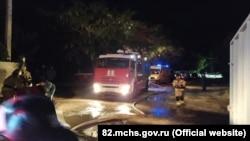 Пожар в заброшенном здании под Феодосией тушили несколько часов