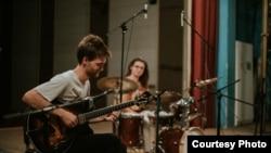 Филип Динев, џез гитарист од Македонија
