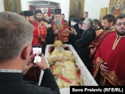 Tijelo preminulog mitropolita Amfilohija u Cetinjskom manastiru, 30. oktobar
