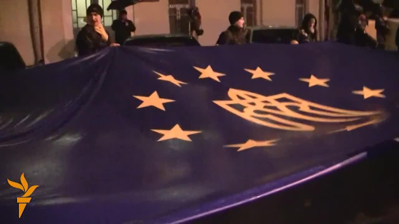 Януковичу передали понад мільйон підписів за євроінтеграцію