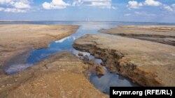 Следы на соленом песке: что стало с Акташским озером в Крыму (фотогалерея)