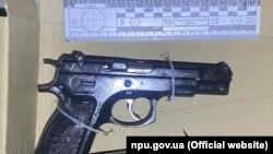 У поліції стверджують, що вилучили в підозрюваного зброю і патрони