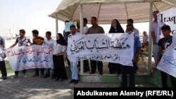 شبّان عراقيون وعرب في تجمّع بالبصرة