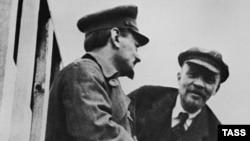 Лев Троцький (л) і Володимир Ленін (п), Москва, 1920 рік
