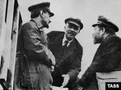 Троцкий, Ленин и Каменев на параде Красной армии в 1920 году