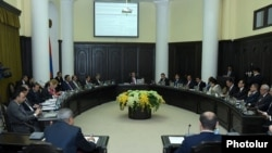 Armenia - A weekly cabinet meeting in Yerevan, 2Oct2014.