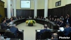 Armenia - A weekly cabinet meeting in Yerevan, 2Oct2014.