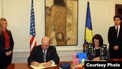Gjatë nënshkrimit te marreveshjes biltareale, Kosove-SHBA