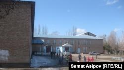 Школа-гимназия имени Магрифы Рахимовой в селе Челпеке Ак-Суйского района.