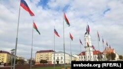 Беларускія і расейскія сьцягі ў Магілёве, архіўнае фота