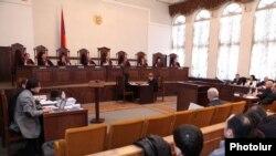 Սահմանադրական դատարանը սկսեց քննել Րաֆֆի Հովհաննիսյանի եւ Անդրիաս Ղուկասյանի դիմումները: