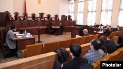 Конституционный суд Армении заслушивает два иска с требованием признать выборы недействительными, Ереван, 11 марта 2013 г..