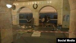 Ռուսաստան, Սանկտ Պետերբուրգ - Մետրոպոլիտենի գնացքի վագոնը պայթյունից հետո, 3-ը ապրիլի, 2017թ․