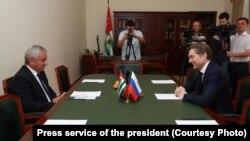Глава республики поприветствовал Владислава Суркова, отметив, что сотрудничество с Российской Федерацией развивается достаточно активно