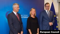 EU foreign policy chief Federica Mogherini (center), Kosovo President Hashim Thaci (left), and his Serbian counterpart, Aleksandar Vucic, in Brussels on August 31