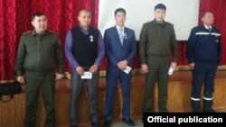 ӨКМдин сыйлыгын алган Самарбеков жана Бактыбеков.