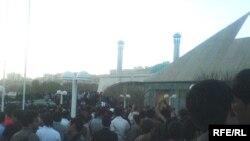 فعالان دانشجویی می گویند دو هزار نفر در تظاهرات روز یکشنبه شرکت کرده اند.