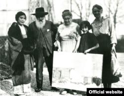 Un colecționar japonez în vizită la Claude Monet la Giverny