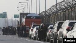 Черга південнокорейців, які прагнуть потрапити на роботу в Кесон, 8 квітня 2013 року