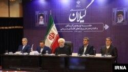 حسن روحانی، رئیس جمهور ایران (وسط)