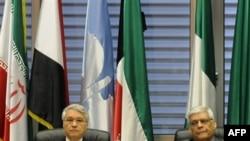 شکیب خلیل، رییس دوره ای سازمان اوپک(چپ) و عبدالله البدری، دبیر کل اوپک.(عکس: AFP)